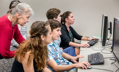 Dr. Homberger instructs students in her 3D imaging class
