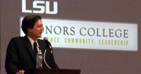 Mark Hertsgaard Speaks at Honors Convocation