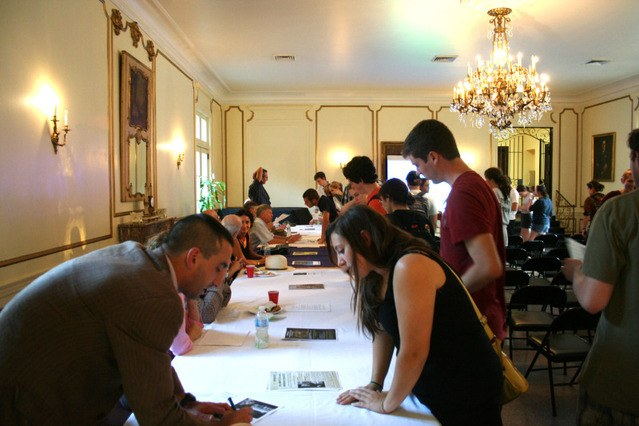 Students Learn About Spring Honors Courses at Information Fair