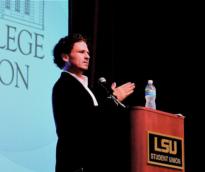Dave Eggers speaks to Honors College Students